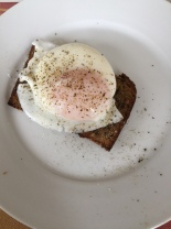 poached egg on low carb bread